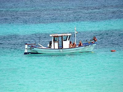 La Barca In Mezzo Al Mare