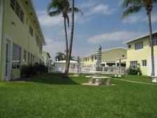 Lauderdale By Sea Town Houses Pool