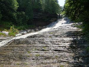 Riendo Whitefish Falls Scenic Sitio