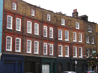 Early Georgian Terrace On Narrow Street