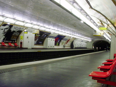 Line 10 Platforms At Segur