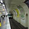Line 8 At Bonne Nouvelle
