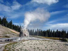Lone Star Geyser Trail - Yellowstone - USA