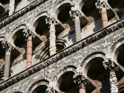 Lucca Pillars