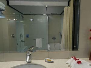 Luxury Suite Bath Large
