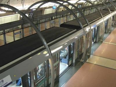 Line 14 Platforms At Pyramides