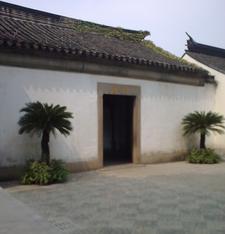 Lingering Garden Street Entry