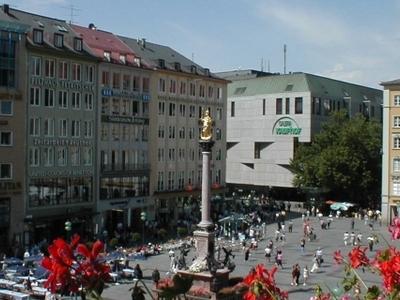Marienplatz With Mariensäule