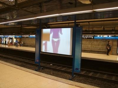 TV Screen At L5 Provença-Diagonal Station