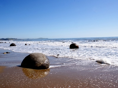 Moeraki Boulders @ Sea - Otago Coastline NZ