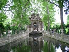 Monument Coté Du Palais