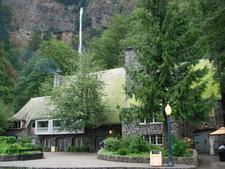 Multnomah Falls Lodge And Footpath