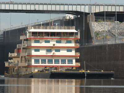 MV Mississippi In Kentucky Lock USACE