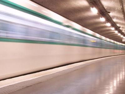 Line 10 At Église D'Auteuil