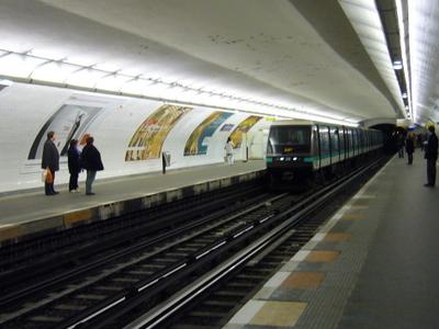 Les Sablons Station