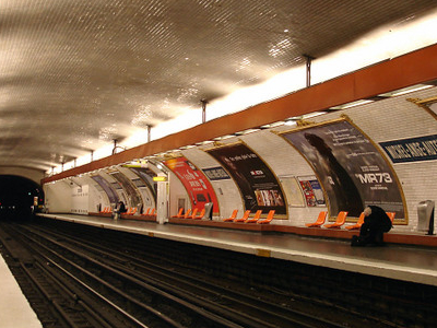 Line 9 Platforms Michel-Ange - Auteuil