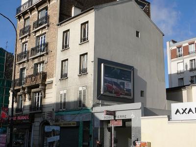 Robespierre Station