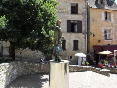 Newer Statue Of Cyrano De Bergerac