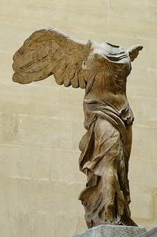 NikeOf Samothrake Louvre