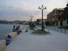 Orilla Del Lago Peten Itza