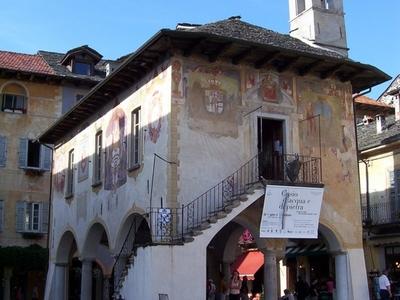 Orta  San  Giulio   Broletto
