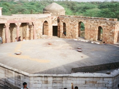 Octogal Tomb With  Mihrab On The West Side