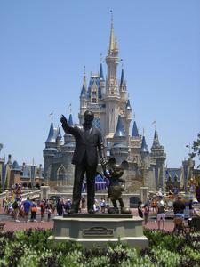 Partners Statue And Cinderella Castle - Icon Of Magic Kingdom