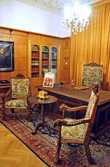 Pelişor Castle - King's Office