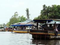 Phung Hiep Mercado Flutuante