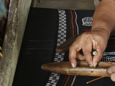 Pit Loom Weaving At Kandyan Art Association