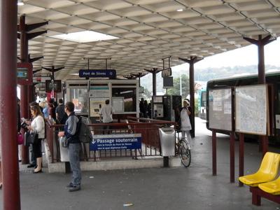 Pont De Sèvres Station
