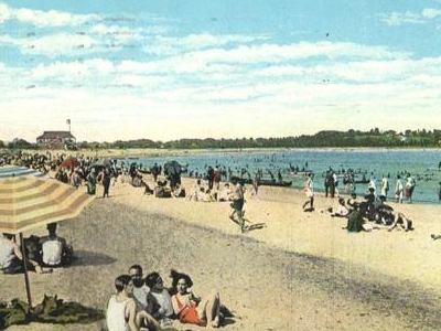 Postcard From 1932 Showing Bathers At Fairfield Beach