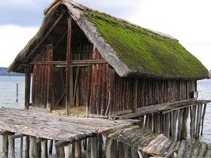 Palafitas pré-históricas ao redor dos Alpes