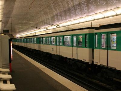 Line 3 Platforms At Pont De Levallois - Bécon