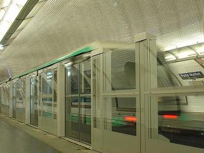 Automatic Platform Gates At Porte Maillot