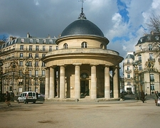 Rotunda In Parc Monceau
