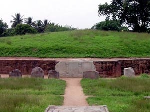 Stupa budista en ruinas