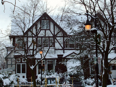 Saint   Lambert  House
