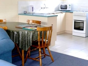 Sandpiper Units Merimbula Kitchen  Dining