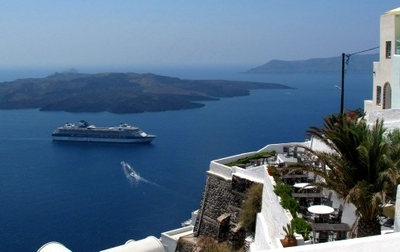 Santorini  Panorama  With  Cruise