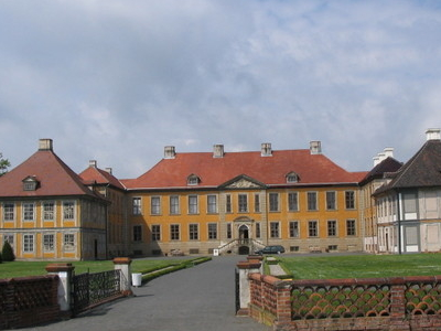 Schloss  Oranienbaum  Ehrenhof