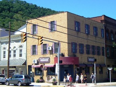 Shops In Downtown Berkeley Springs