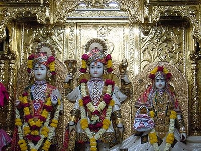 Image Of Ghanshyam With Lakshmi Narayan In Central Sanctum
