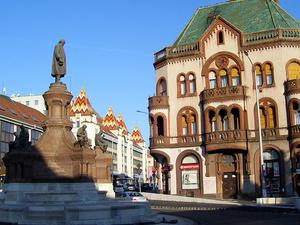 Estatua Zsolnay