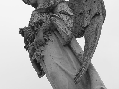 Statue At  Metairie  Cemetery