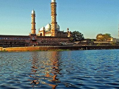 Taj-ul-Masajid - Lake Side