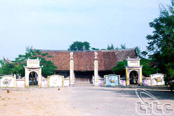 Tra Co Communal House01