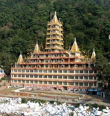 Trayambakeshwar Temple, Lakshman Jhula