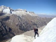 Urus - Al Fondo - Cordillera Blanca - Peru