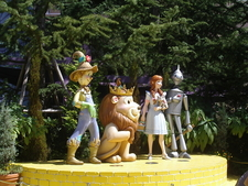 The Wizard Of Oz Statues